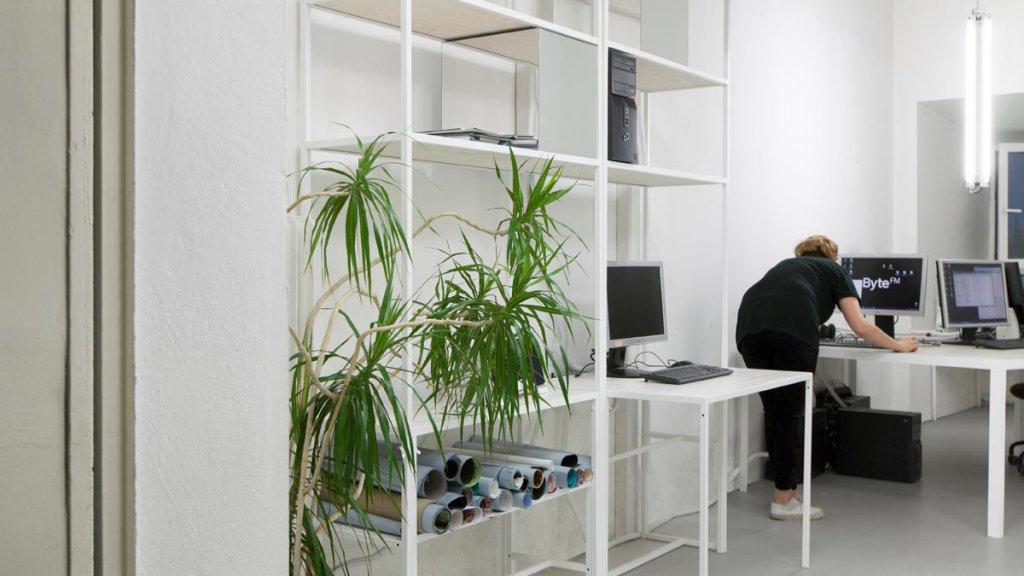 modulares Regal mit Arbeitsplatz (Bild Smolka)